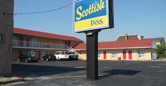 Scottish Inn & Suites Falls Way - Niagara Falls - Gebäude