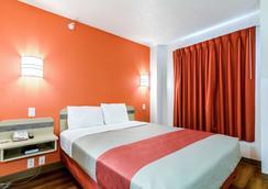 Motel 6 Kearney - Kearney - Phòng ngủ