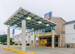 Motel 6 Kearney - Kearney - Building
