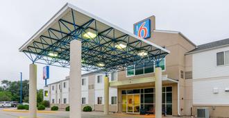 Motel 6 Kearney - Kearney