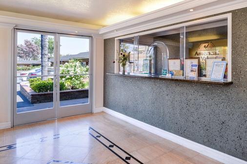 Americas Best Value Inn & Suites San Bernardino - San Bernardino - Lễ tân