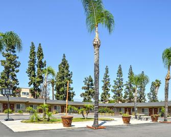 Americas Best Value Inn & Suites San Bernardino - San Bernardino - Building