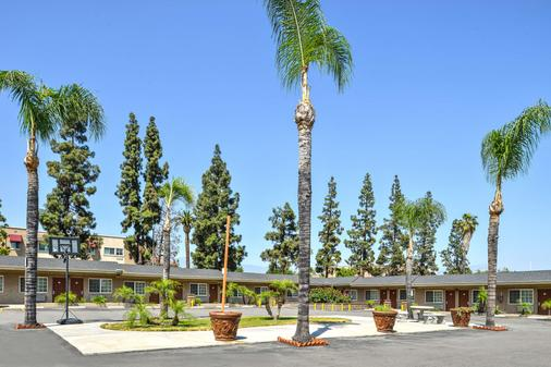 Americas Best Value Inn & Suites San Bernardino - San Bernardino - Toà nhà
