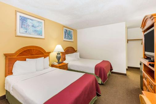 Days Inn by Wyndham Des Moines-West Clive - Clive - Bedroom