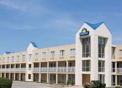 Days Inn by Wyndham Des Moines-West Clive - Clive - Building