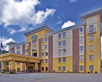 La Quinta Inn & Suites by Wyndham Elkview - Charleston NE - Elkview - Building