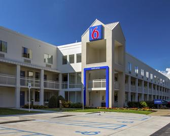 Motel 6 Buffalo Airport - Williamsville - Edificio