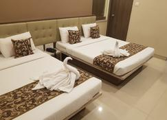 Hotel Sai Chhatra - Shirdi - Bedroom