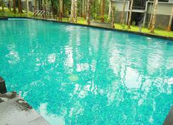 The Mountain Courtyard - Thekkady - Pool