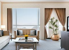 Royal M Hotel - Fujairah - Living room