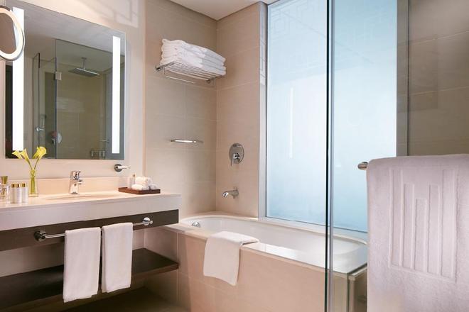 富查伊拉千禧大酒店 - 艾福加拉 - 富查伊拉 - 浴室