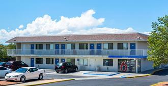 Motel 6 Pueblo I-25 - Pueblo - Gebäude