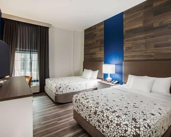 La Quinta Inn & Suites by Wyndham Owasso - Owasso - Slaapkamer