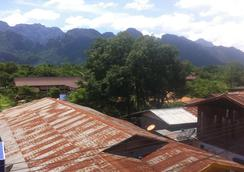 Nok et Mika Guesthouse - Vang Vieng - Outdoors view