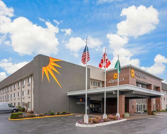 La Quinta Inn & Suites by Wyndham Seattle Federal Way - Federal Way - Building