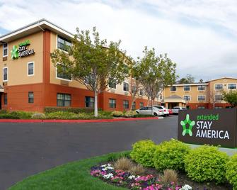 Extended Stay America - Santa Barbara - Calle Real - Santa Barbara - Building