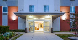 Candlewood Suites Houston I-10 East - Χιούστον - Κτίριο