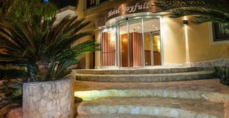 Joyfull Hotel - Неаполь - Вид снаружи