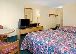 Days Inn by Wyndham Sharonville - Sharonville - Bedroom
