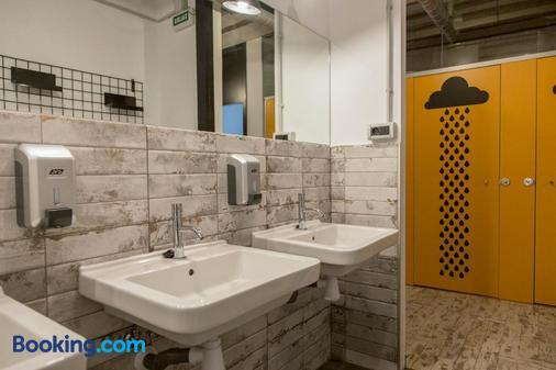 Green River Hostel - Cuenca - Bathroom