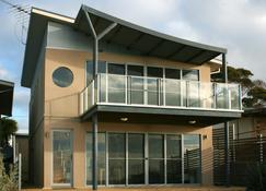 Penneshaw Oceanview Apartments - Penneshaw - Building