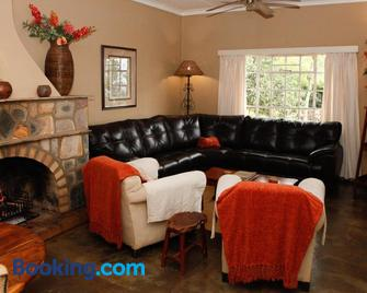 Down Gran's Self-Catering Cottage - Манзіні - Living room