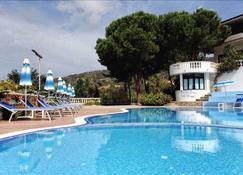 Villaggio Hotel Pineta Petto Bianco - Ricadi - Uima-allas