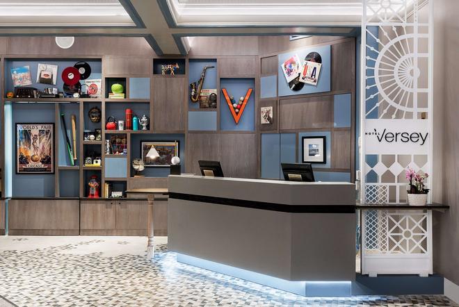 Hotel Versey Days Inn by Wyndham Chicago - Chicago - Front desk