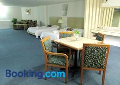 Promenade Service Apartments - Kota Kinabalu - Bedroom
