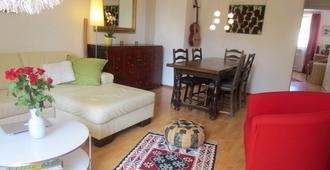City-Apartment On Candidplatz, Living On The River Isar, Close To The Center! - München - Wohnzimmer