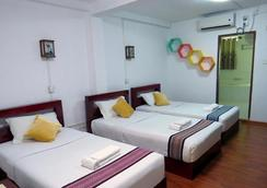 Agga Youth Hotel - Yangon - Bedroom