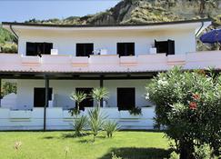 Sunshine Beach Resort - Ricadi - Rakennus