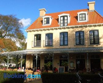 Hotel Graaf Bernstorff - Schiermonnikoog - Building