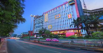フェイブホテル PGC チリリタン - 東ジャカルタ市