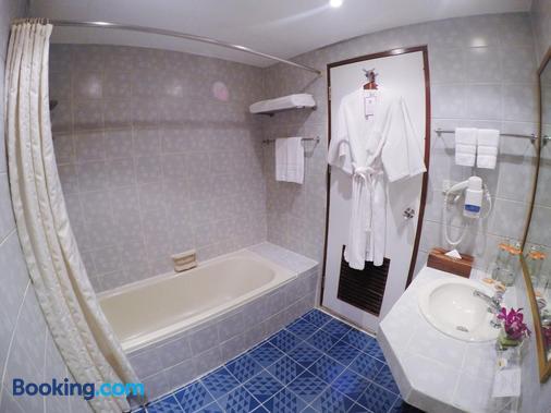 City Lodge Bangkok - Bangkok - Bathroom