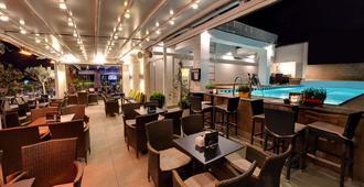 環球酒店 - 地拉那 - 餐廳