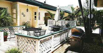 Sea Shell Motel - Naples - Patio