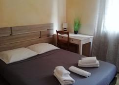 Hôtel de l'Etoile - Andernos-les-Bains - Yatak Odası