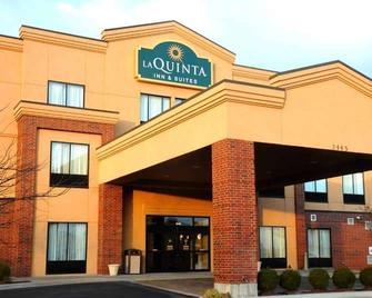 La Quinta Inn & Suites by Wyndham Springfield Airport Plaza - Springfield - Building