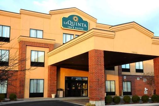 La Quinta Inn & Suites by Wyndham Springfield Airport Plaza - Springfield - Building