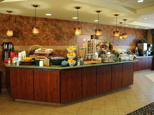 La Quinta Inn & Suites by Wyndham Springfield Airport Plaza - Springfield - Buffet