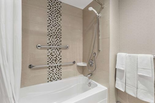 Days Inn by Wyndham, Ottawa - Ottawa - Bathroom