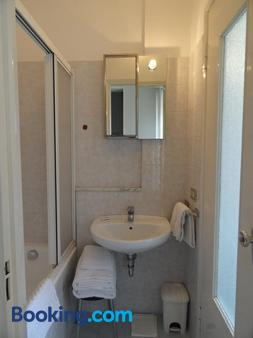Residence Giusti 6 - Milan - Bathroom