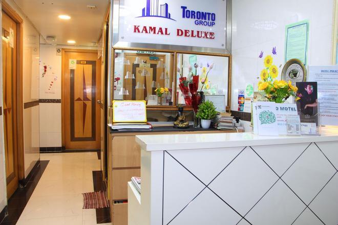 Kamal Traveller Hostel - Hong Kong - Front desk