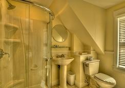 Lotus Guest House - Provincetown - Bathroom