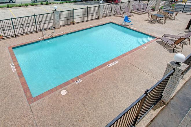 Days Inn by Wyndham San Antonio Near Fiesta Park - San Antonio - Pool