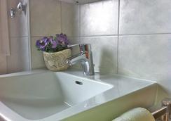 Hotel am Flugplatz - Hockenheim - Bathroom