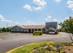 Quality Inn and Suites Greenville - Haywood Mall - Greenville - Building
