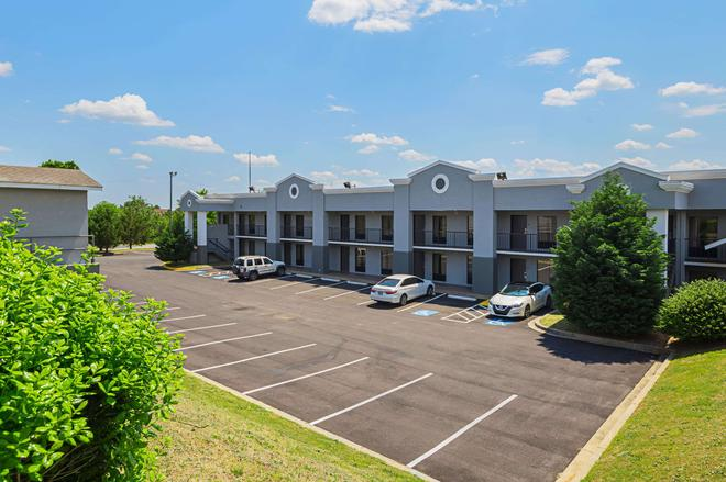 Quality Inn and Suites Greenville - Haywood Mall - Greenville - Rakennus