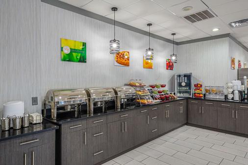 Quality Inn and Suites Greenville - Haywood Mall - Greenville - Buffet